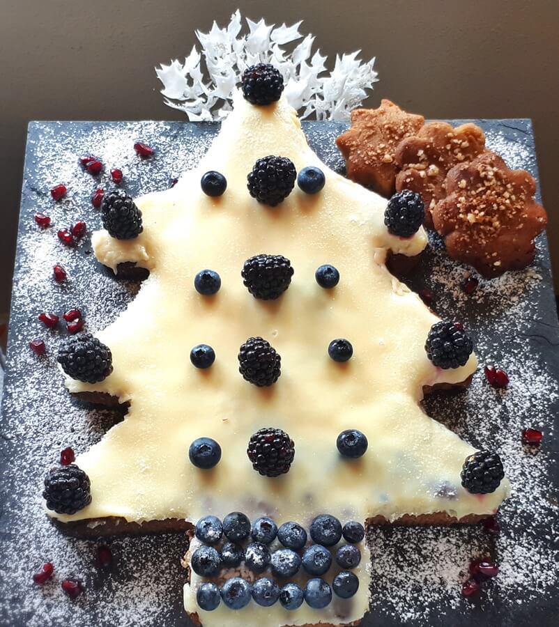 Χριστουγεννιάτικο δεντράκι μελομακάρονου με λευκή σοκολάτα